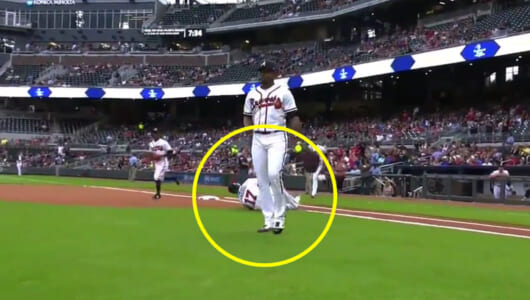 そんなバナナ……MLBで「グラウンド入場で負傷して選手交代」のアクシデントが発生
