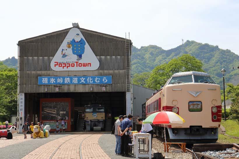 ↑元横川機関区を利用した碓氷峠鉄道文化むら。碓氷峠を走った特急あさまをはじめ、同区間の補助機関車として活躍したEF63形電気機関車などを保存展示している