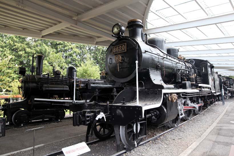 ↑1914(大正3)年に製造された8620形蒸気機関車のトップナンバー。左側は明治後期から大正期にかけて活躍した旅客用の5500形蒸気機関車