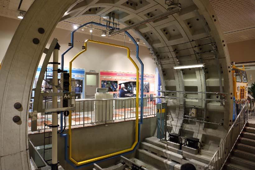 ↑トンネルの構造や、地下内の各種施設などを説明したコーナー。大人も十分に楽しめる展示内容だ