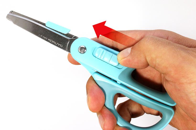 ↑スライドを押し込みつつハンドルを握る。動作自体はシンプルだが、慣れないとちょっとわかりにくい