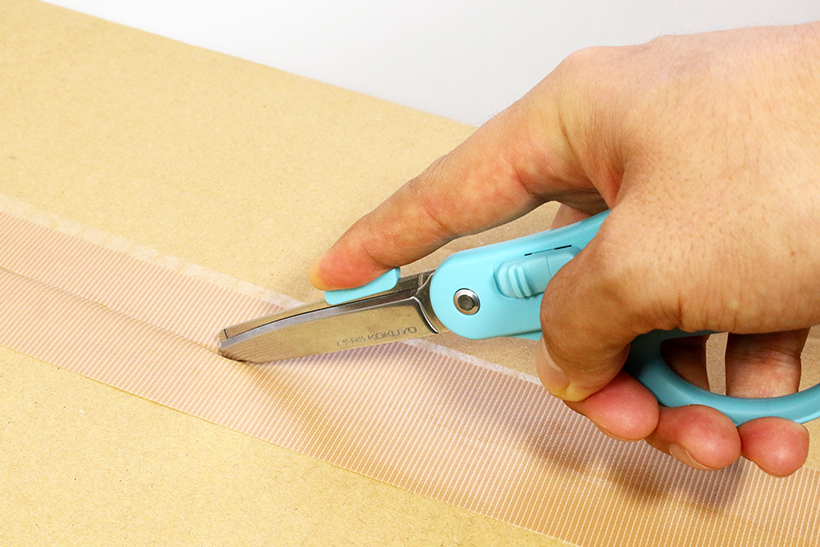 ↑刃先を滑らせるだけできれいに開梱が可能。箱のなかを傷つける心配もない