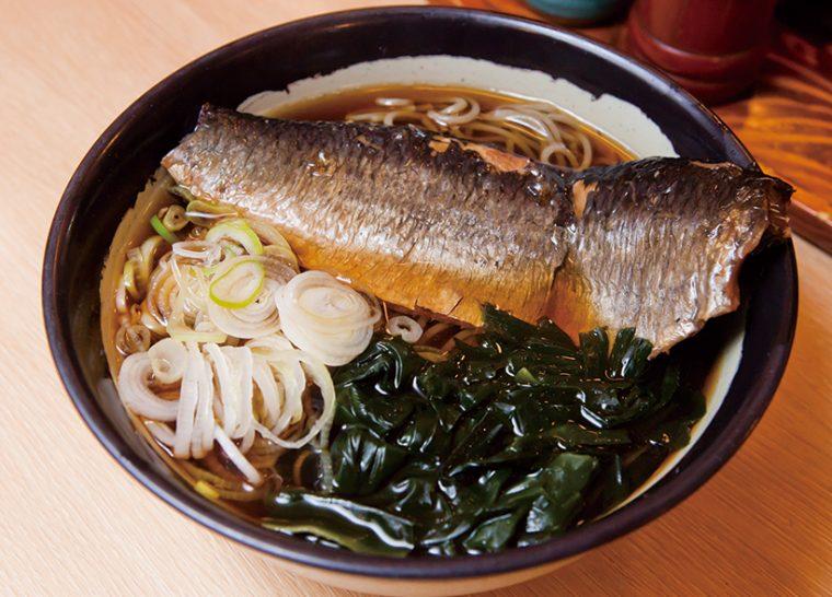 ↑にしんそば(580円)。新潟の山間部でもよく食べられるメニューで、甘辛く煮たにしんのうまみを堪能できる