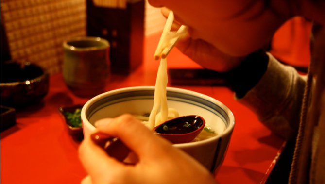 出典画像:Tatsuo Yamashita / 丸亀製麺所 (from Flickr, CC BY 2.0) ※画像はイメージです。