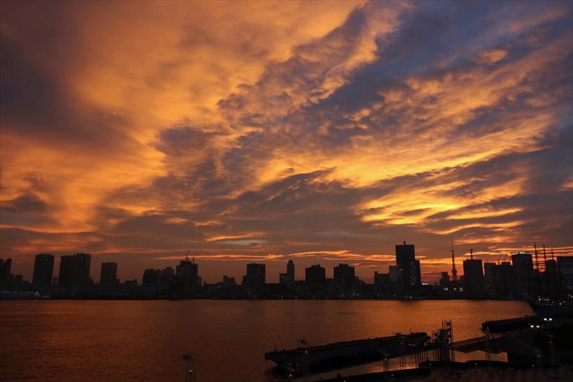 ↑朝夕の風景は明るさや空の色などが変化するが、タイムラプスで見るとその変化がより強調され、劇的なものに感じられる。2時間程度の撮影で十分変化が出る