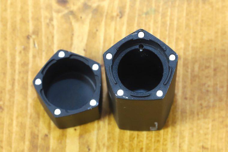 ↑キャップとボディには各頂点に磁石が埋め込まれている。