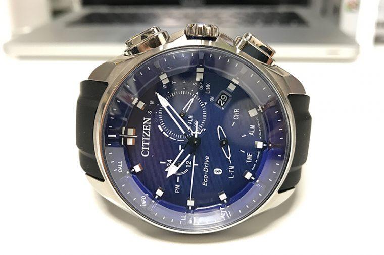 ↑今回お借りした時計。シチズン「エコ・ドライブ Bluetooth」8万1000円/Ref.BZ1020-22L/ステンレスケース/ラバーストラップ