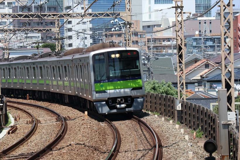 ↑「JPEG・ラージ・ファイン」で撮影。写真の位置に電車が来たタイミングで連写し、先頭が見切れるまで撮影。フレームアウトする直前のカットを掲載した