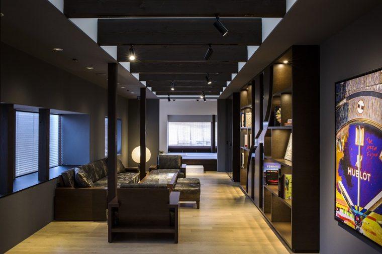 ↑茶室にはウブロのモノグラム柄があしらわれた特注の黒色の畳が敷かれている
