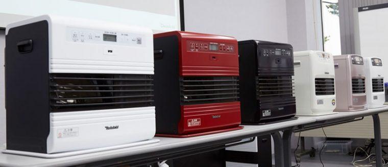 ↑9月1日発売の石油ファンヒーターの最新モデル。写真右3台が最上位機種のSDRタイプ。左3台がコンパクトなKEタイプ