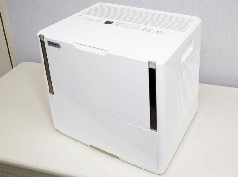 ↑HDパワフルモデルシリーズのHD-242。広いスペースに対応できる加湿能力に加え、吸気口がサイドにあるため壁にピタッつけて設置できるのも魅力です