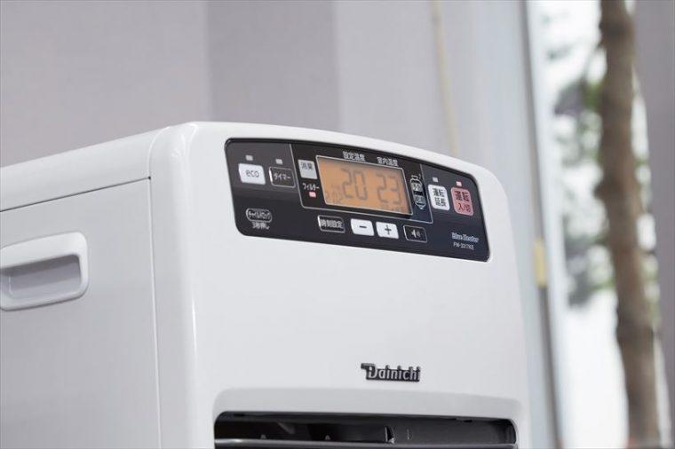 ↑KEタイプの大型液晶には、設定温度と室内温度を常に大きな文字で表示。離れた場所からでも見やすくなっています