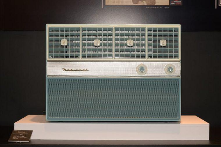 ホームクーラーW-31(1958年[昭和33年]) 同社ルームクーラー1号機。「ホームクーラー」と名付けて発売し、家庭用ルームクーラーとしての先鞭をつけた。