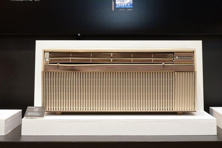 クーラー CS-82SK(1969年[昭和44年]) 「樹氷」ブランド第1号機のクーラー。室内機と室外機を2つに分けた世界初の壁掛けセパレート型で、現在のクーラー(エアコン)の原型となったモデル。