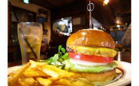 駅前の「山小屋」でハンバーガーを楽しむーー荏原中延「CAFE.ALPS」