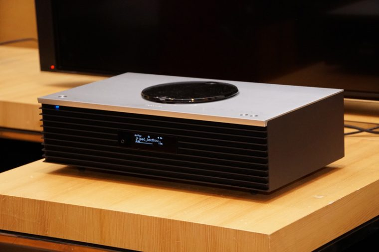 """↑テクニクスの高級一体型オーディオシステム""""OTTAVAフォルテ""""「SC-C70」"""
