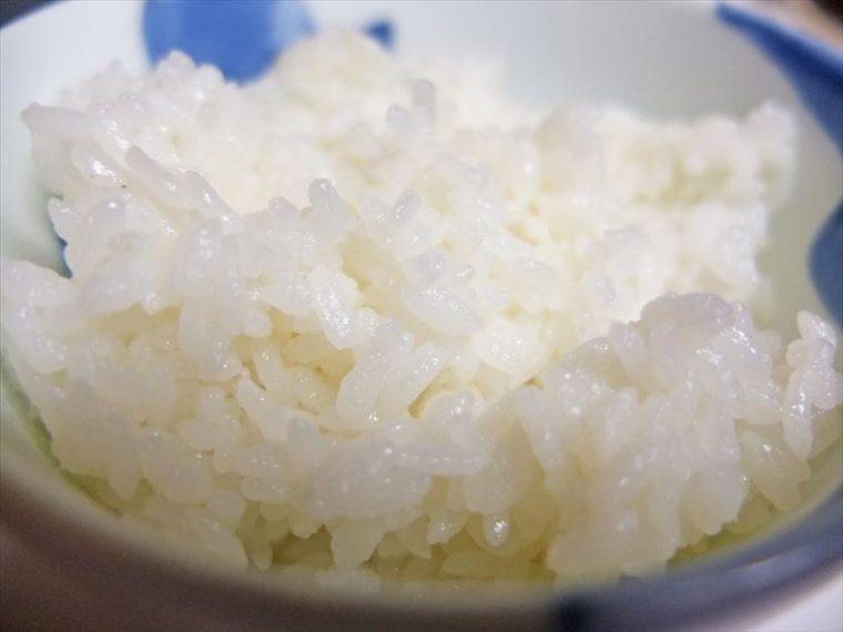 ↑見た目は、つやがややなくなってきた印象。やや米粒の表面が糊化し始めています