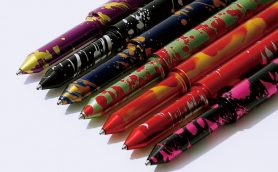 チタンに真鍮、陽極酸化処理!? 文房具好きも化学好きも惹きつける「ショーン・デザイン」のペンコレクション