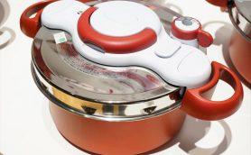 煮物のハードルが一気に下がった! レバーひとつで圧力鍋に変身するティファール初「2in1鍋」の効果