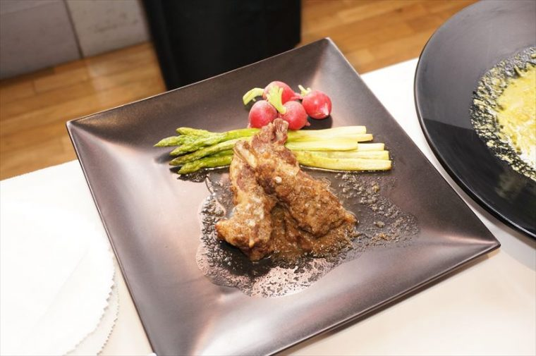 ↑「クックフォーミー エクスプレス」で調理した「スペアリブの煮込み」。15分とかからず完成します