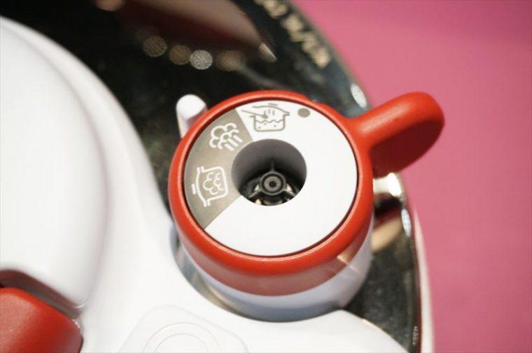 ↑フタに設置されたレバー。上から通常鍋、蒸気抜き、圧力鍋に切り替わります
