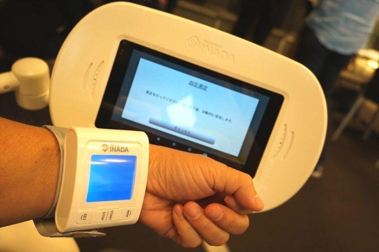 ↑付属品の血圧計で測定したデータは健康管理システムへ送信