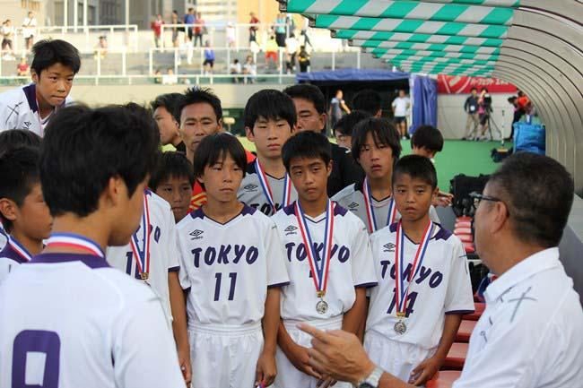 授賞式直後の東京都 U-12。選手たちの表情からも、今大会の収穫がうかがえます。