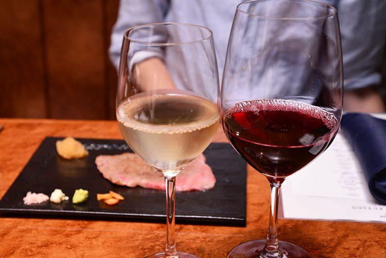 ↑ワインリストも充実。グラスワインは1200円から、シャンパンは1500円から