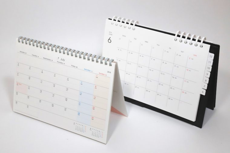↑卓上カレンダー兼手帳、というそっくりなコンセプトで作られた2冊