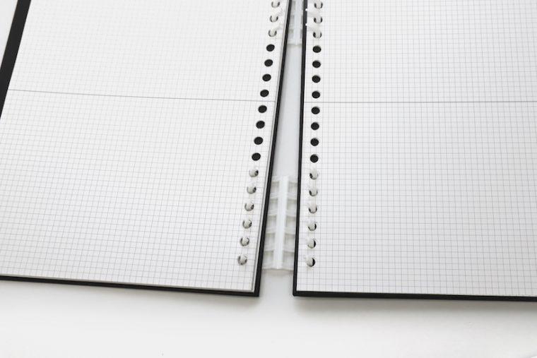 ↑比較的柔らかい樹脂を使った大口径リングは、すき間にペンなどを差し入れてひねると簡単に開く。閉じる時は指で押さえるだけ