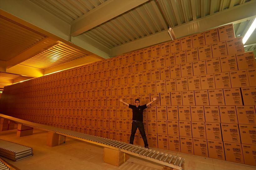 ↑配送センターには、石油ファンヒーターと加湿器の在庫50万台が冬までストックされます