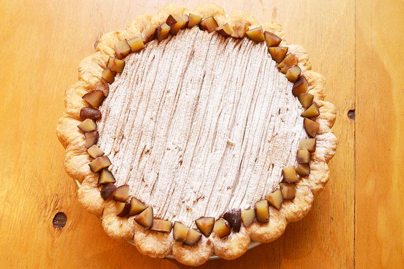 ↑甘く煮詰めた栗が、パイを囲むように贅沢に敷き詰められています