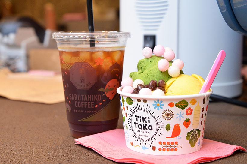 ↑セントラル(アイス3種で555円)+トッピング(150円)のカップと、水出しアイスコーヒー(S:350円、T:400円)