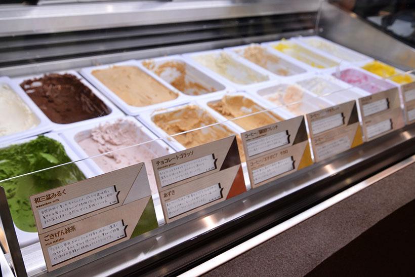 ↑店頭には常時16種類のアイスが並んでいます