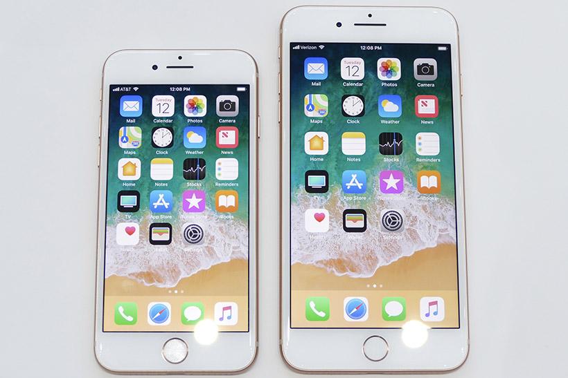 ↑iPhone 8(左)とiPhone 8 Plus(右)