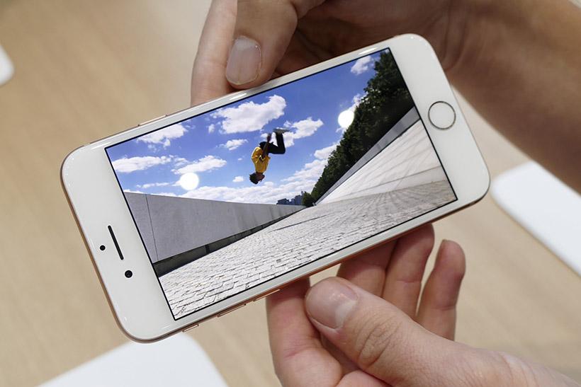 ↑スローモーション動画(1080p・240fps)を撮影可能
