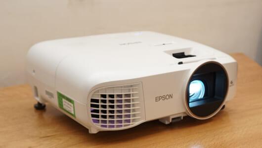 面倒な配線不要! 憧れのホームシアターを電源1本で作れるエプソン「EH-TW5650」がめちゃ手軽!
