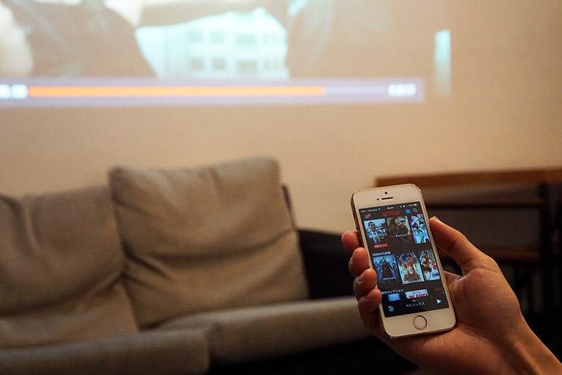 ↑「Chromecast」などを使う場合、再生するコンテンツの操作はスマホ・タブレット上で行います