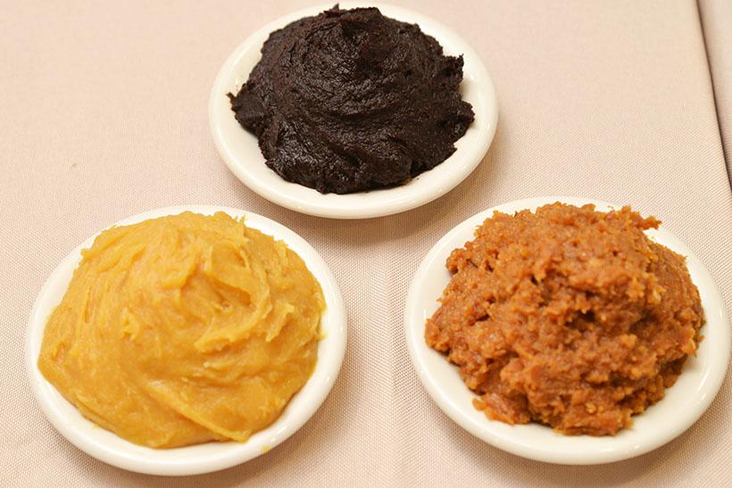 ↑味の骨格となる味噌は、米、豆、麦の3種