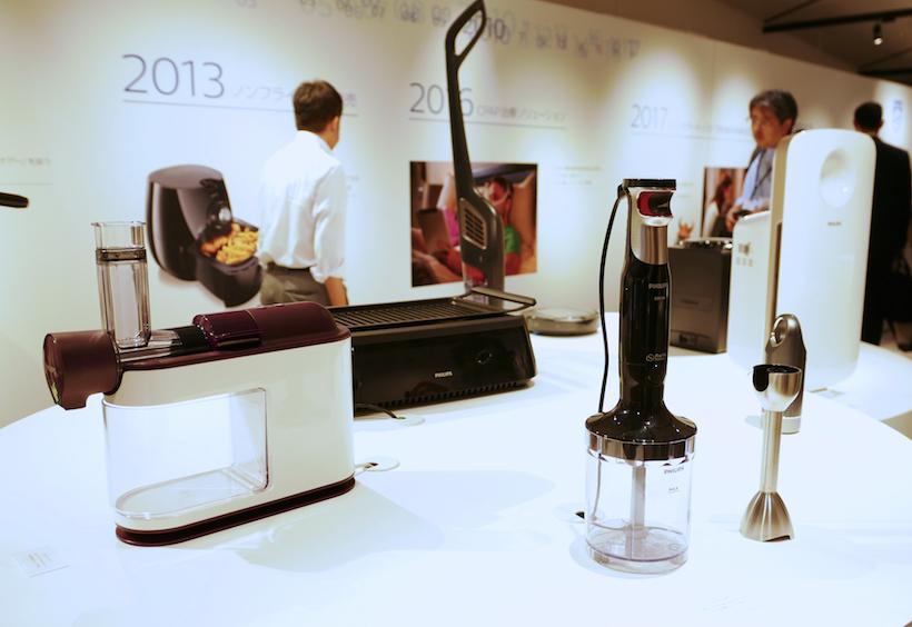 ↑そのほか、調理家電や日本で発表済みのシェーバー、歯ブラシなどが並ぶ