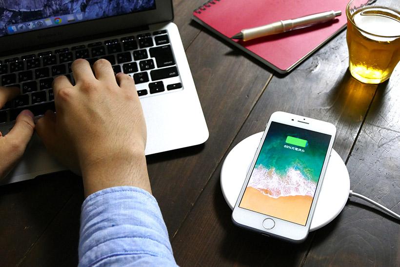 ↑ワイヤレス充電の環境を整えれば、デスク周りがスッキリしそうだ