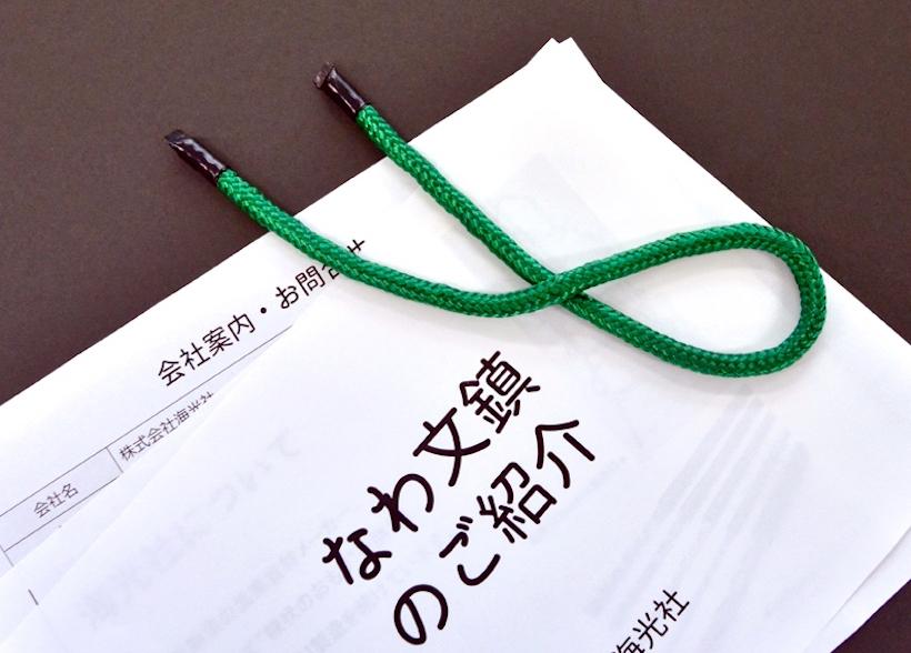 ↑バラけた書類もまとめて固定。カラーは鮮やかな緑のほか、黒の全2種