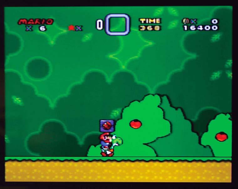 ↑ジャンプで乗れるマリオの相棒・ヨッシーが登場。長い舌でアイテムでも敵でも何でものみ込む。赤い甲羅を飲 み込むと炎を発射する