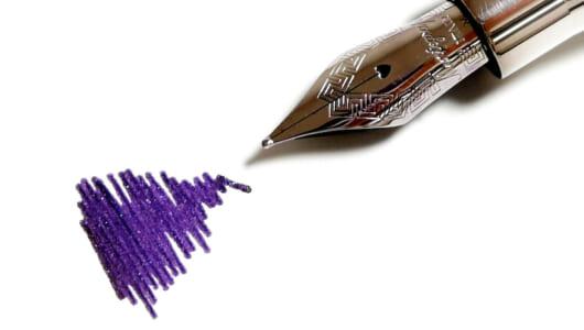 """万年筆を使いたくなる「美しすぎるインク」。エルバン新作の""""紫""""に300年の重みを感じる!"""