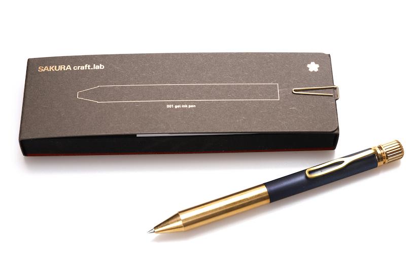 ↑パッケージは、金色のクリップで綴じてあるなど、そのままプレゼントにできそうなオシャレ感
