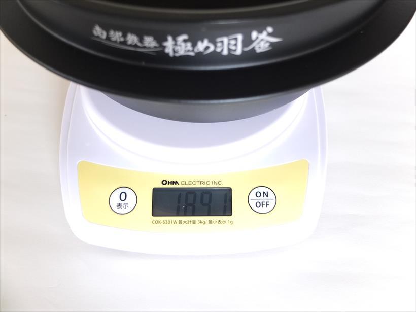↑自宅のはかりで計測したところ、内釜の重さは1891gでした。他機種と比べて倍近く重いです