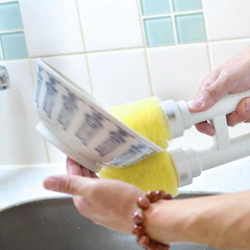 ↑食器を洗うシーン。食器が手の中でくるくると回ります