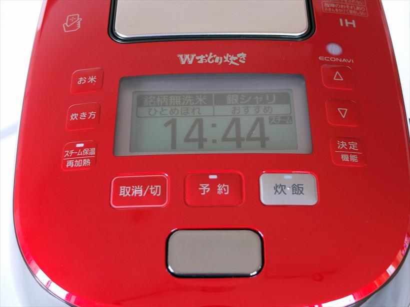 ↑電源コードをコンセントに挿すと、前回設定した米と炊飯モードが表示されます