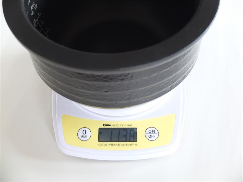 ↑内釜の重さは三菱電機の本炭釜よりやや軽い程度です