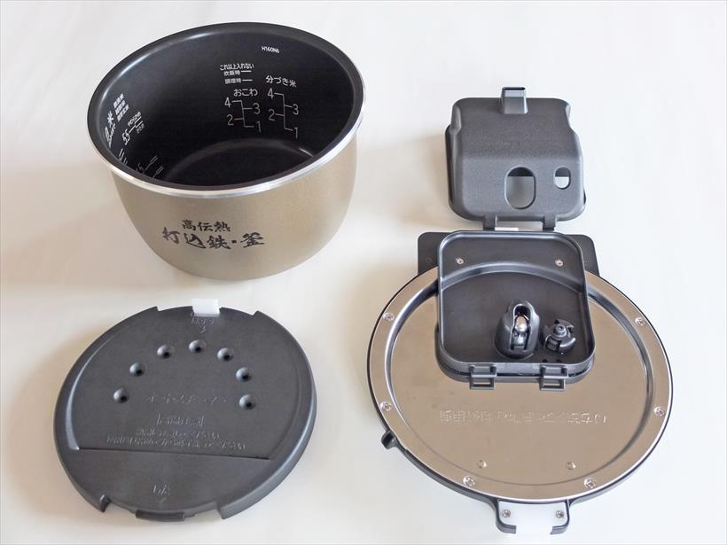 ↑写真左上が内釜、左下がプレート、右下がふた加熱板、右上が蒸気口上ケース